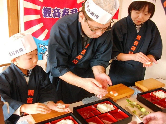 伊豆の新鮮な魚介を使って本格的な握り寿司体験にチャレンジ!