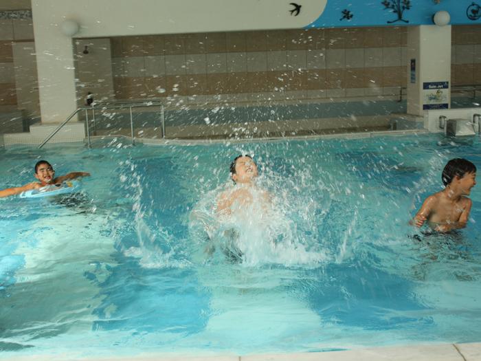 温浴プールは水着利用なので家族やグループで一緒に楽しめる