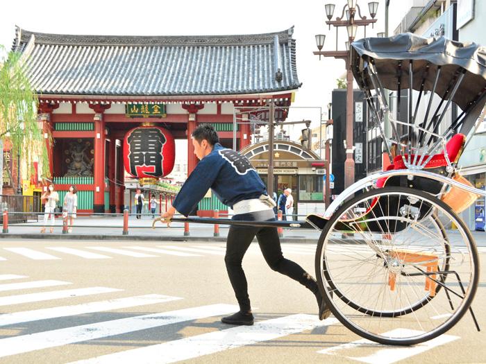 東京随一の観光名所・浅草を人力車で巡ろう