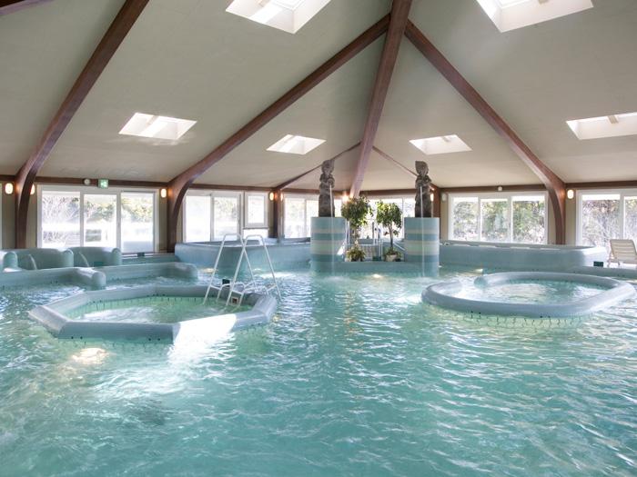 テルムマランが誇る多機能プール「アクアトニック」には新鮮な温海水が満ちる