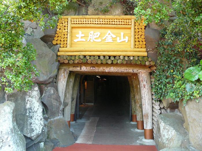 総延長100km以上にもなる坑道の入口