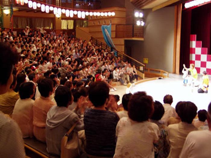 650名収容の円形大劇場