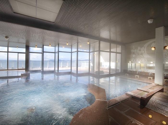 展望大浴場「眺涛の湯」(女性大浴場)から三河湾の絶景が望める