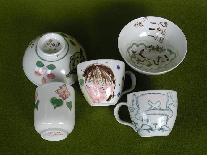 絵付け体験で作成したカップ、茶わん