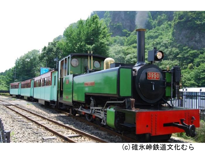 イギリス生まれの蒸気機関車で園内1周