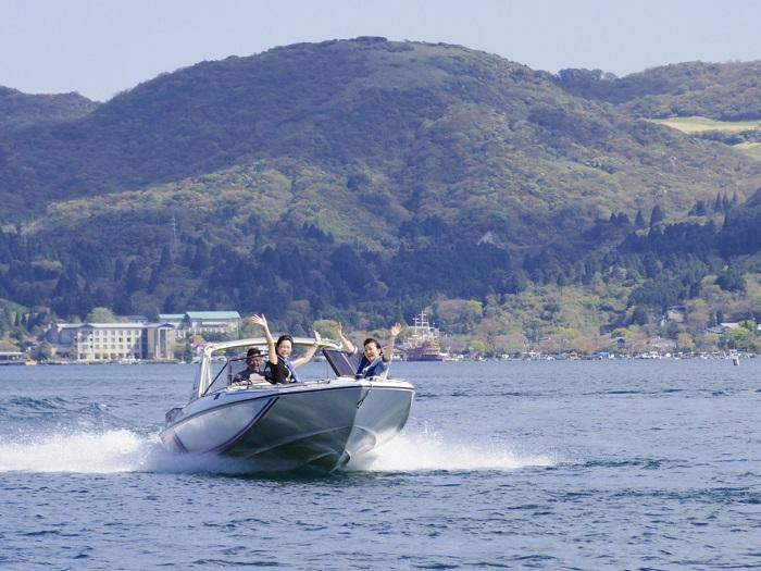 モーターボートで芦ノ湖周遊