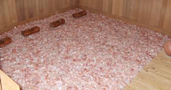 ピンク色の岩塩からはマイナスイオンが発生。リフレッシュ