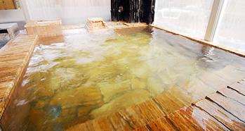 ゆったりと体をほぐす天然ラジウム鉱石湯