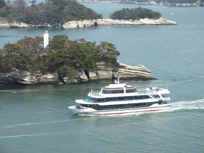 大小の島々を眺められる