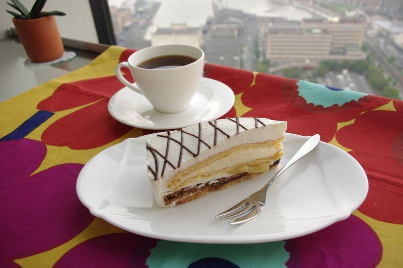 展望室内のカフェで人気の「ケーキセット」