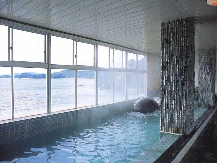 5階にある展望風呂「くじらの湯」
