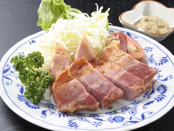 ベーコンステーキ(食事の一例)