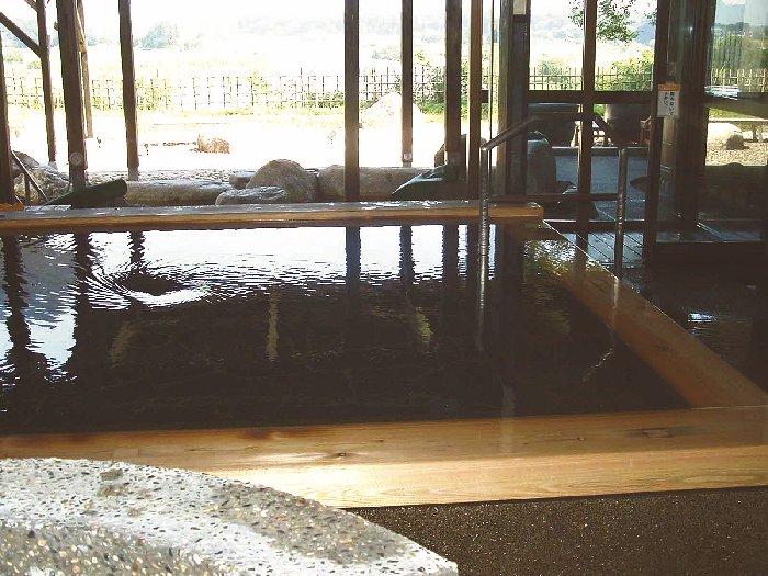 檜の香りが漂う内風呂