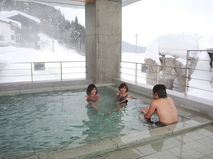 冬は雪景色を観ながら入浴♪