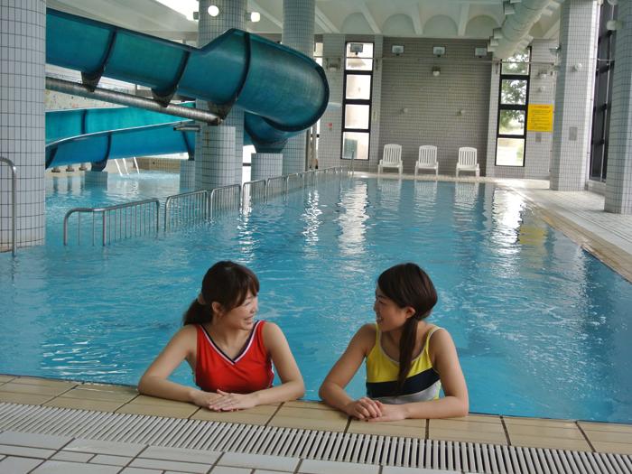 オールシーズン楽しめる温水プール