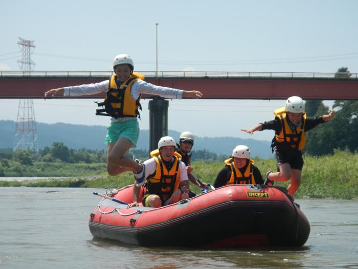 信濃川にジャンプ!