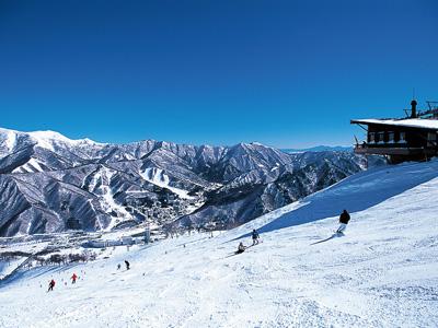 絶景を眺めながらのスキーは最高