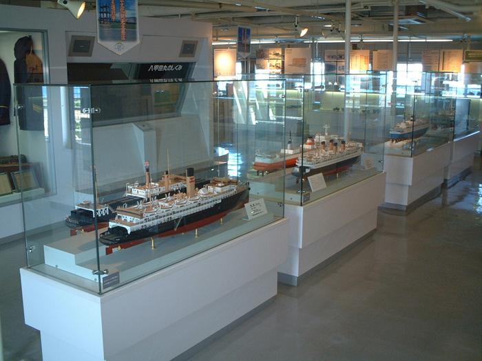 連絡船の歴史や船の構造をパネルで紹介
