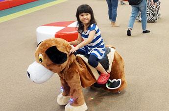 色々な動物のアニマルペットに親子で一緒に乗って楽しめる!