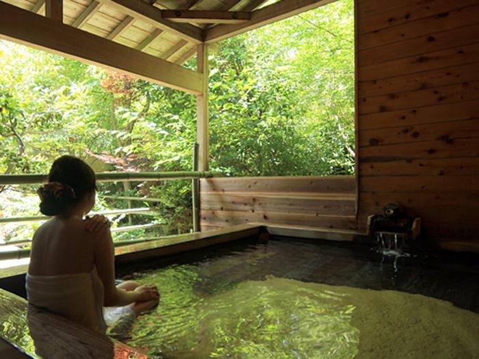 木造の趣ある露天風呂