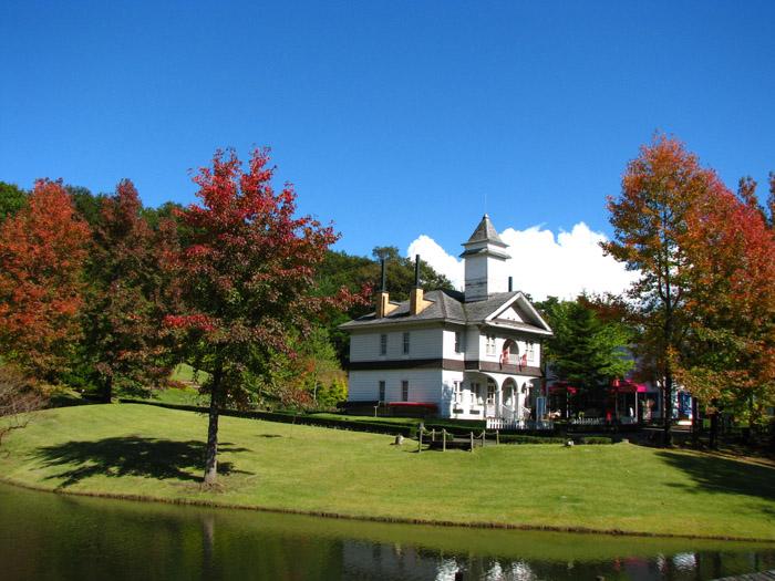 秋のカナダ村の様子