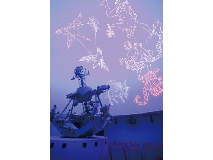 天文台併設のプラネタリウム館