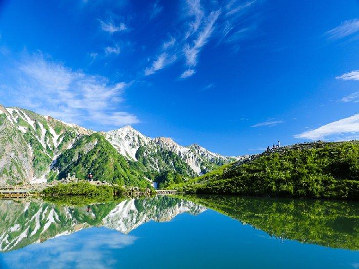 白馬三山を水面に映す八方池