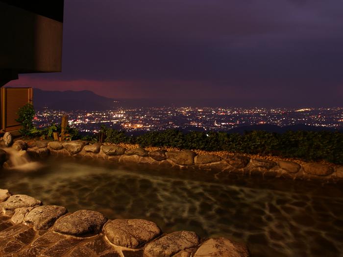 露天風呂から駿河湾の夜景を満喫