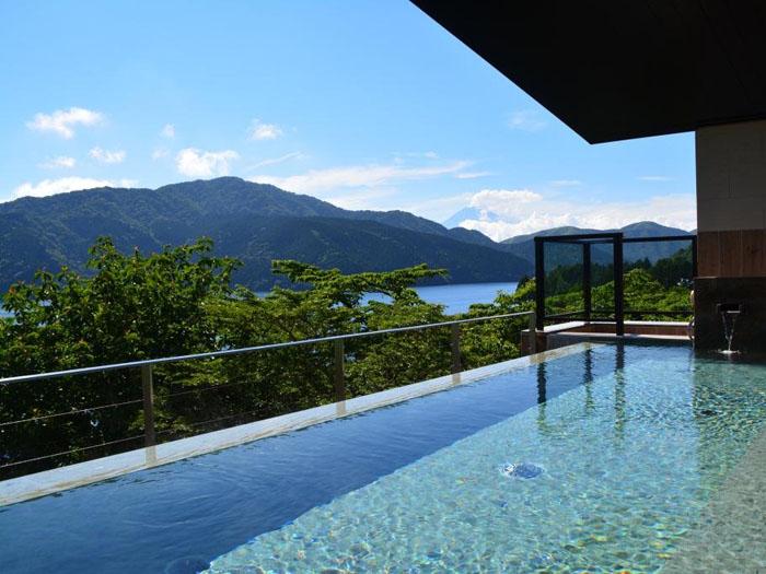 女性露天風呂からの芦ノ湖と富士山
