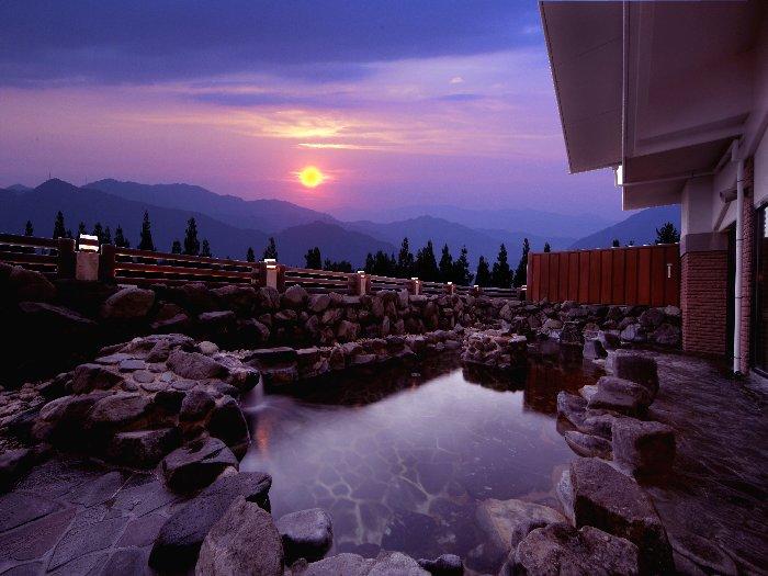 スキー後は温泉大浴場「ささゆり」でリラックス