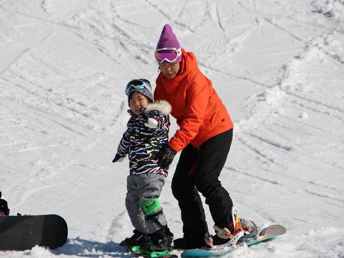 日本一の受講数を誇るキッズ・スノーボードスクール