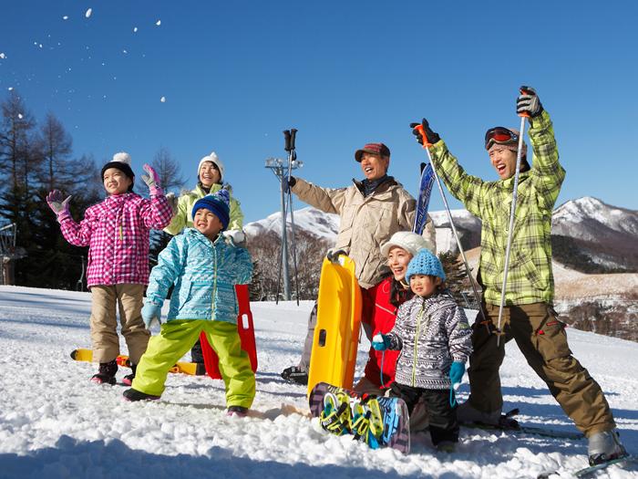 三世代でスキーを楽しもう