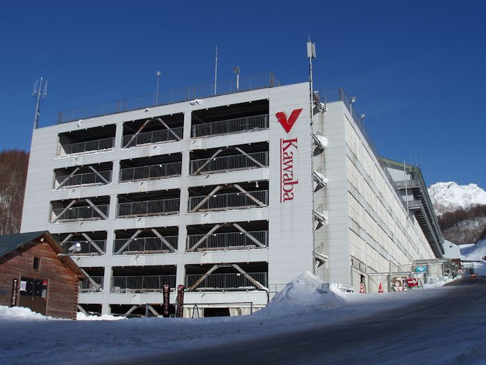 スキーセンター直結の立体駐車場
