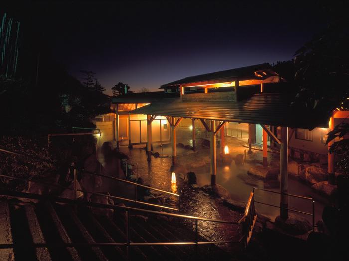 男子夜の湯屋