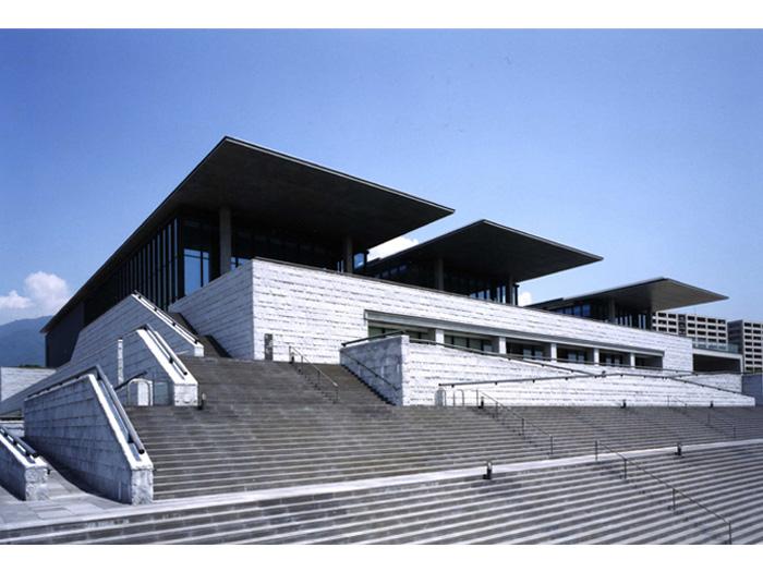 安藤忠雄氏の設計による美術館には見どころがいっぱい!