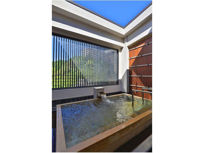 檜露天風呂で楽しめる「銀泉」