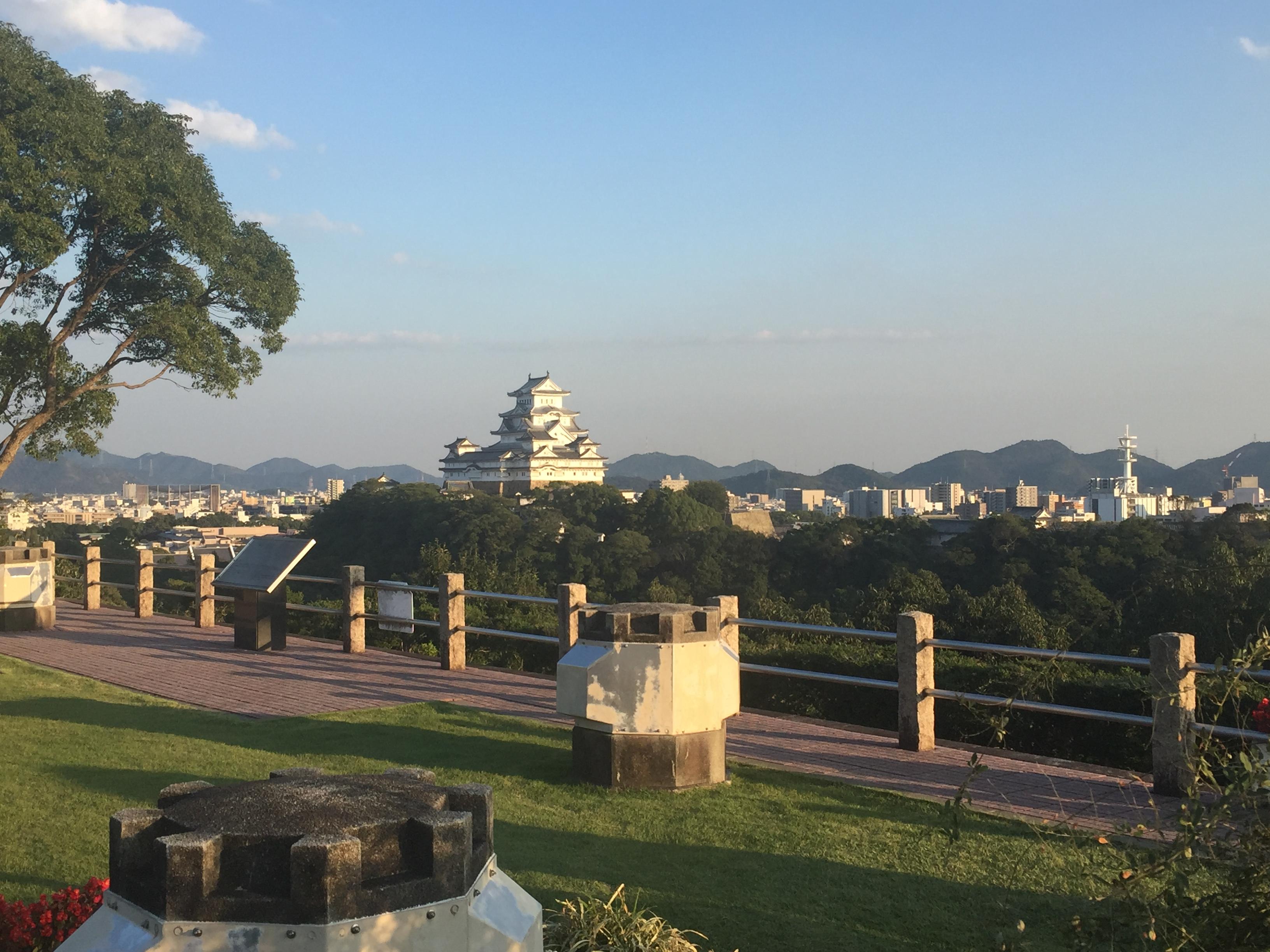 男山からの姫路城大天守と3つの小天守