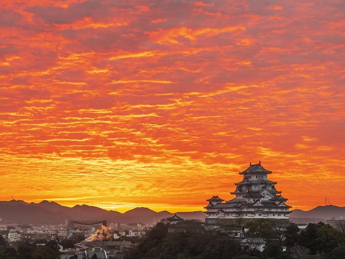 朝焼けの姫路城(イメージ)