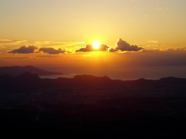 【熱海】新たな魅力を体験◎「伊豆山神社・十国峠」夕べの祈り バスツアー【1/28〜3/18】