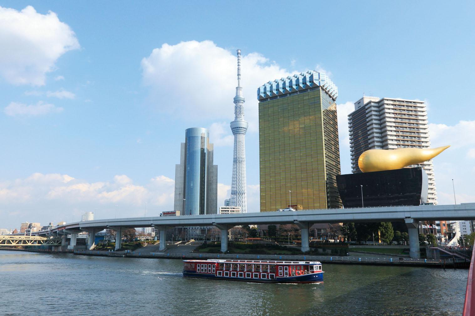 「はとバス」東京スカイツリー(R)と隅田川12橋めぐり